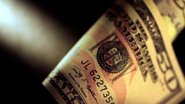 Dolar/TL 8'in altını gördü