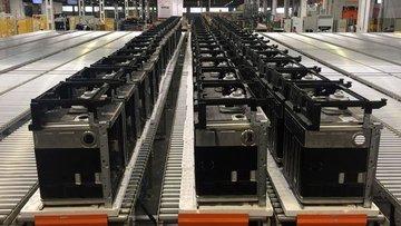 Sanayi üretimi Şubat'ta beklentiyi aştı