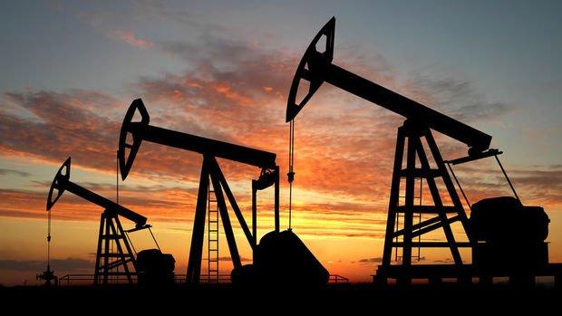 Petrol düşen stoklarla yükseldi