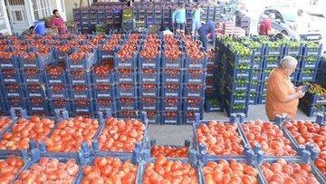 Pazarların kapanmasıyla tonlarca meyve-sebze üreticinin e...