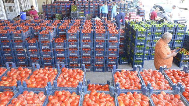 Pazarların kapanmasıyla tonlarca meyve-sebze üreticinin elinde kaldı