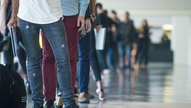 İngiltere'de işsizlik oranı Mart'ta geriledi