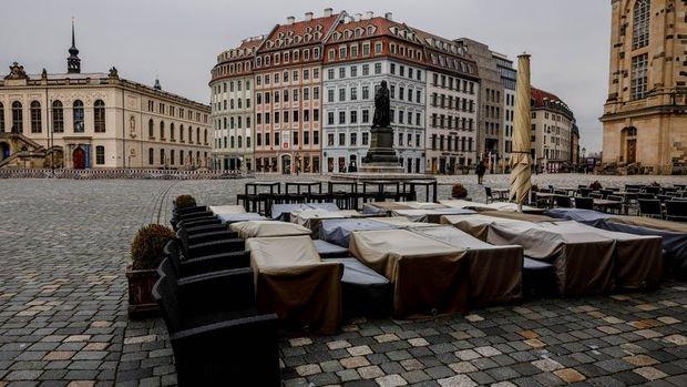 Pandemi Almanya'ya 300 milyar euroya mal oldu