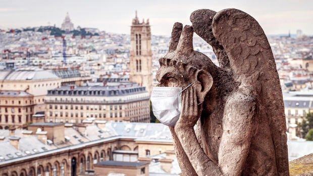 Fransa maske ve gece sokağa çıkma kısıtlamasını kaldırıyor