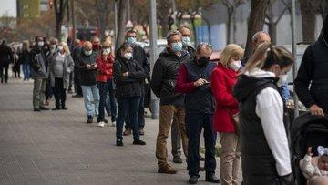 İspanya açık alanda maske kullanma zorunluluğunu kaldırıyor