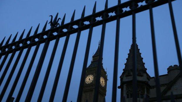 İngiltere'de ekonomi toparlandıkça borçlanma azalıyor