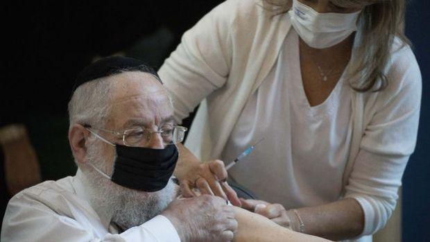 İsrail'de aşıların etkinliğinde zamanla azalma kaydedildi