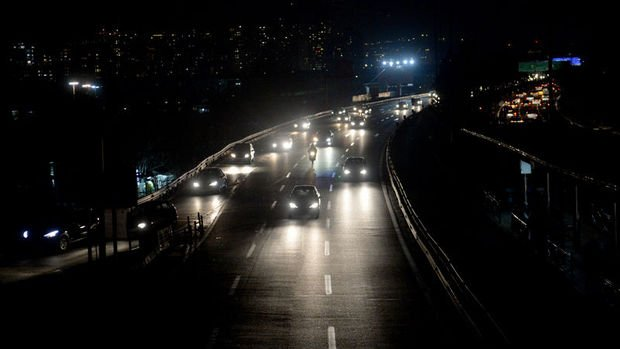 İran'da halk elektrik kesintilerinden şikayetçi