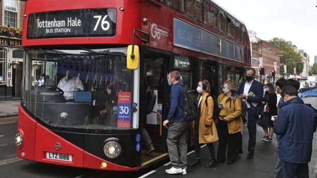 İngiltere'de kısıtlamaların gevşetilmesine paralel olarak vaka sayılarında artış bekleniyor