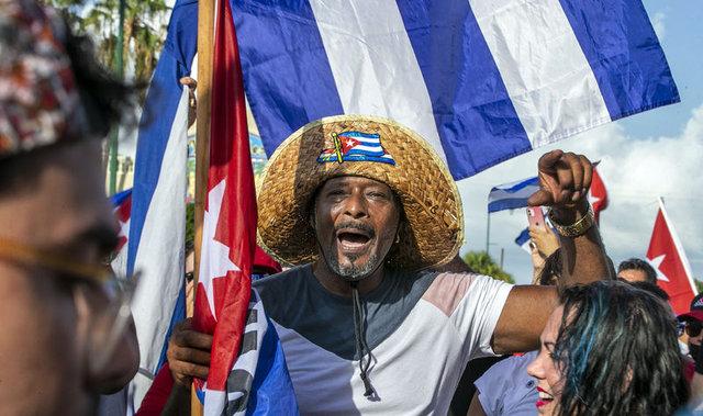 Küba'da yıllar sonra gelen hükümet protestoları