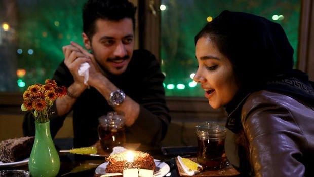 İran, doğum oranını artırmak için resmi evlilik uygulaması çıkardı