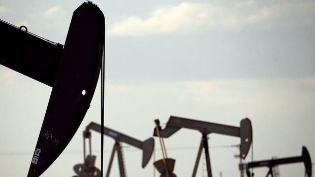 Petrolde stok artışı fiyatları baskıladı