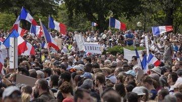 Fransa tartışmalı Kovid-19'la mücadele yasa tasarısını on...