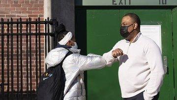New York şehri çalışanlarına Kovid-19 aşısı veya haftalık...