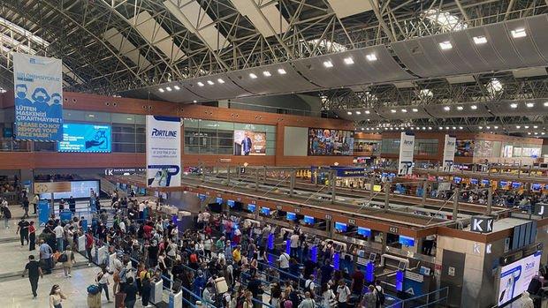 İstanbul havalimanlarında bayram dönüşünde yolcu ve uçuş rekorları kırıldı
