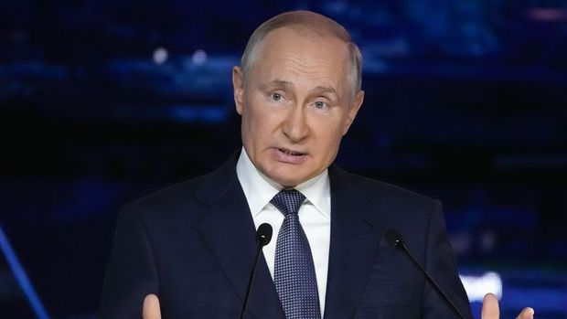 Putin kendini karantinaya aldı