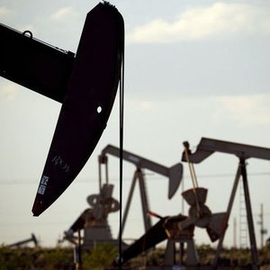 PETROLDE TERAZİNİN BİR TARAFINDA OPEC, DİĞER TARAFINDA KASIRGALAR