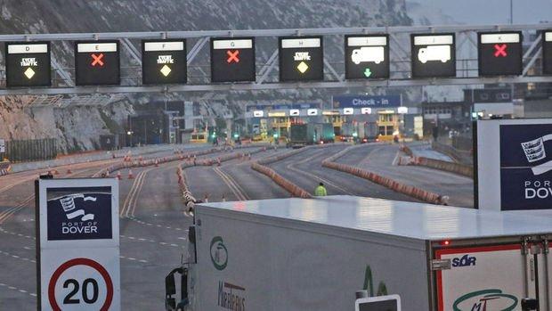 Salgın, İngiltere'ye AB'den ithalatta tam kapsamlı sınır kontrollerini erteletti