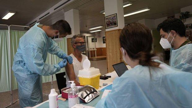 İtalya'da 3. doz aşılar uygulanmaya başladı