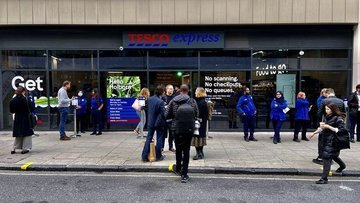 İngiltere'de Tesco ilk kasasız marketini açtı