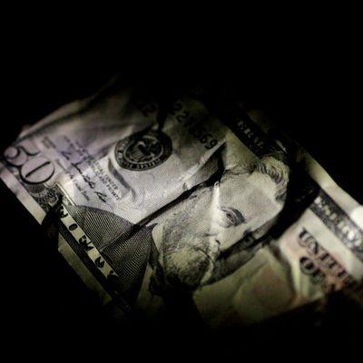 Dolar/TL Asya'daki ilk işlemlerde yüzde 1'i aşan artış kaydetti